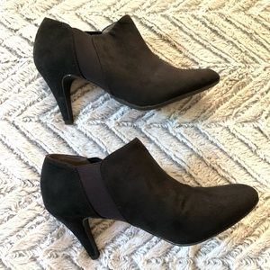 Coach and Four Black Ankle Heeled Booties 8.5